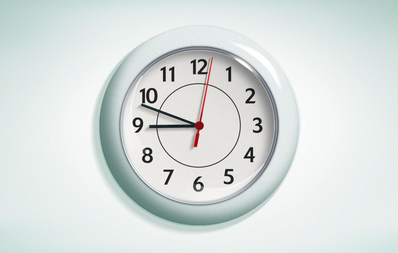 An analog clock showing a time of 8:48. Photo by Renato Benicio from FreeImages.
